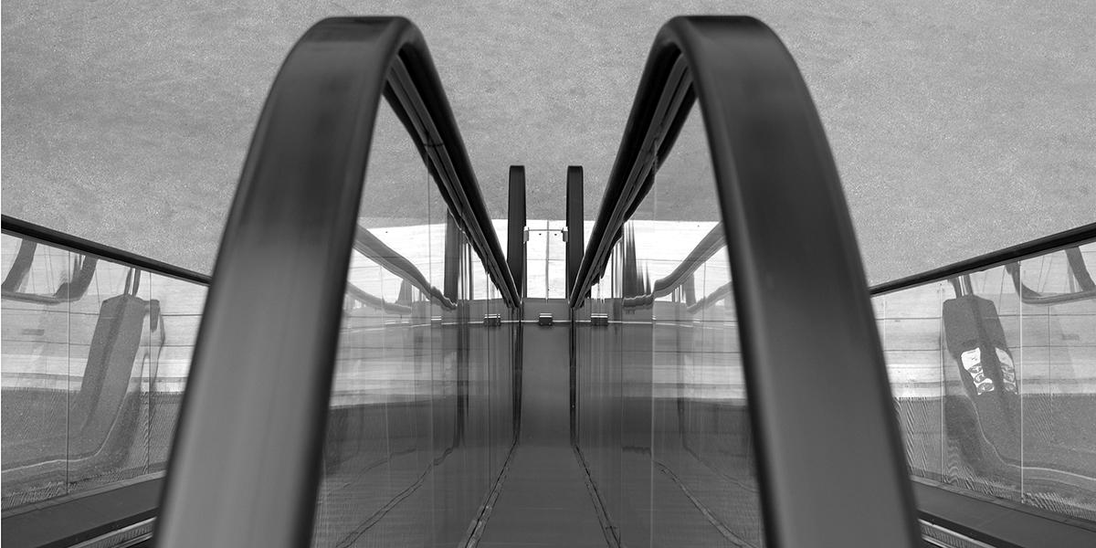 Schwarz Weiß Foto, SW-Foto, Fotoworkshop, Rolltreppe, Linien